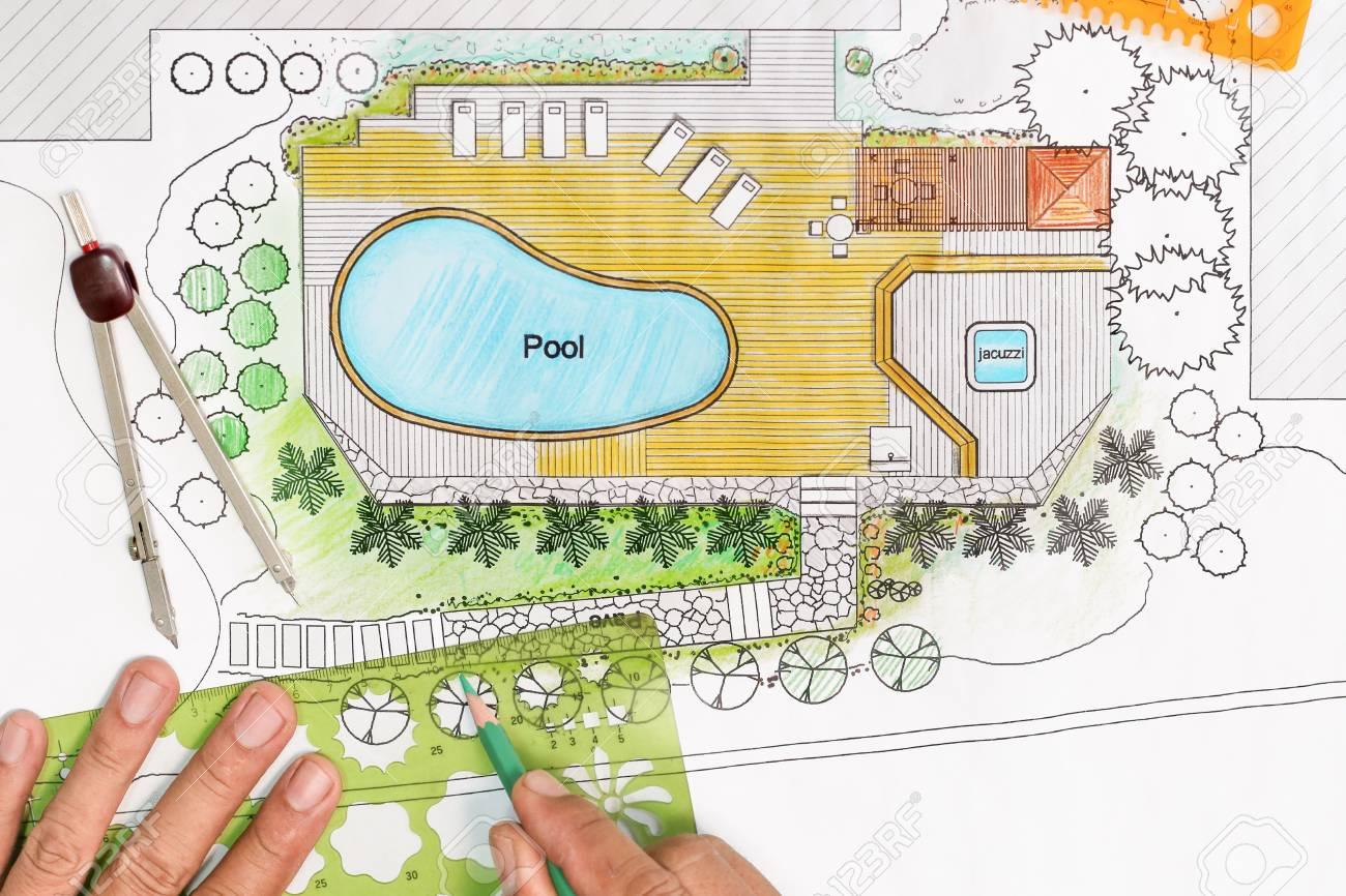 Charmant Banque Du0027images   Paysagiste Conçoit Le Plan Du0027arrière Cour Avec Piscine  Pour Villa De Luxe.