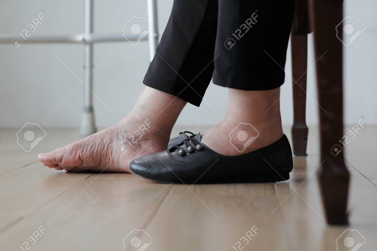 shoes for the elderly with swollen feet