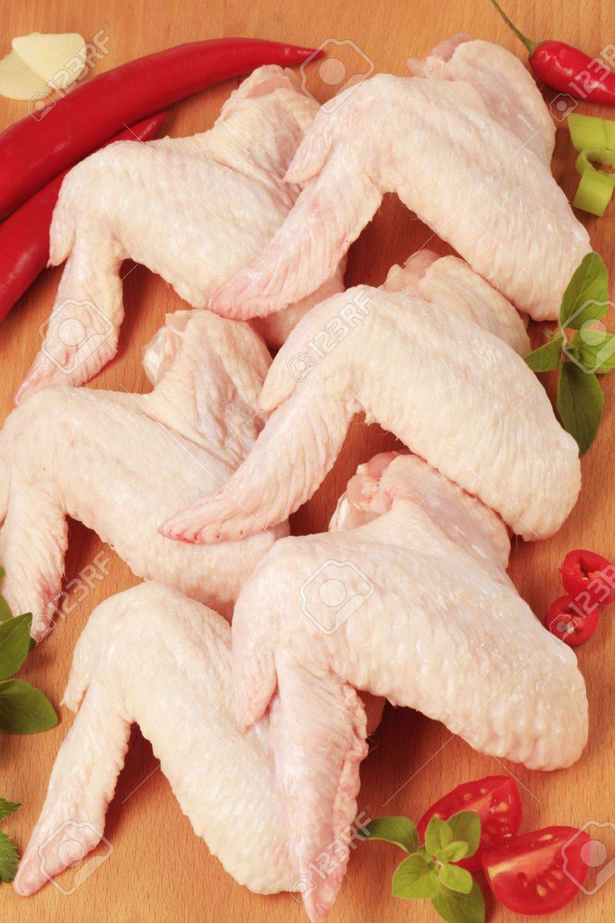 Raw chicken wings on a cutting board Stock Photo - 8553253