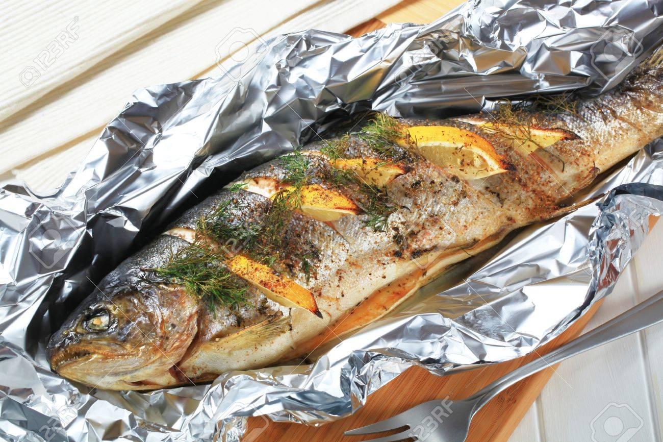 Рецепт запеченной рыбы в фольге скумбрия