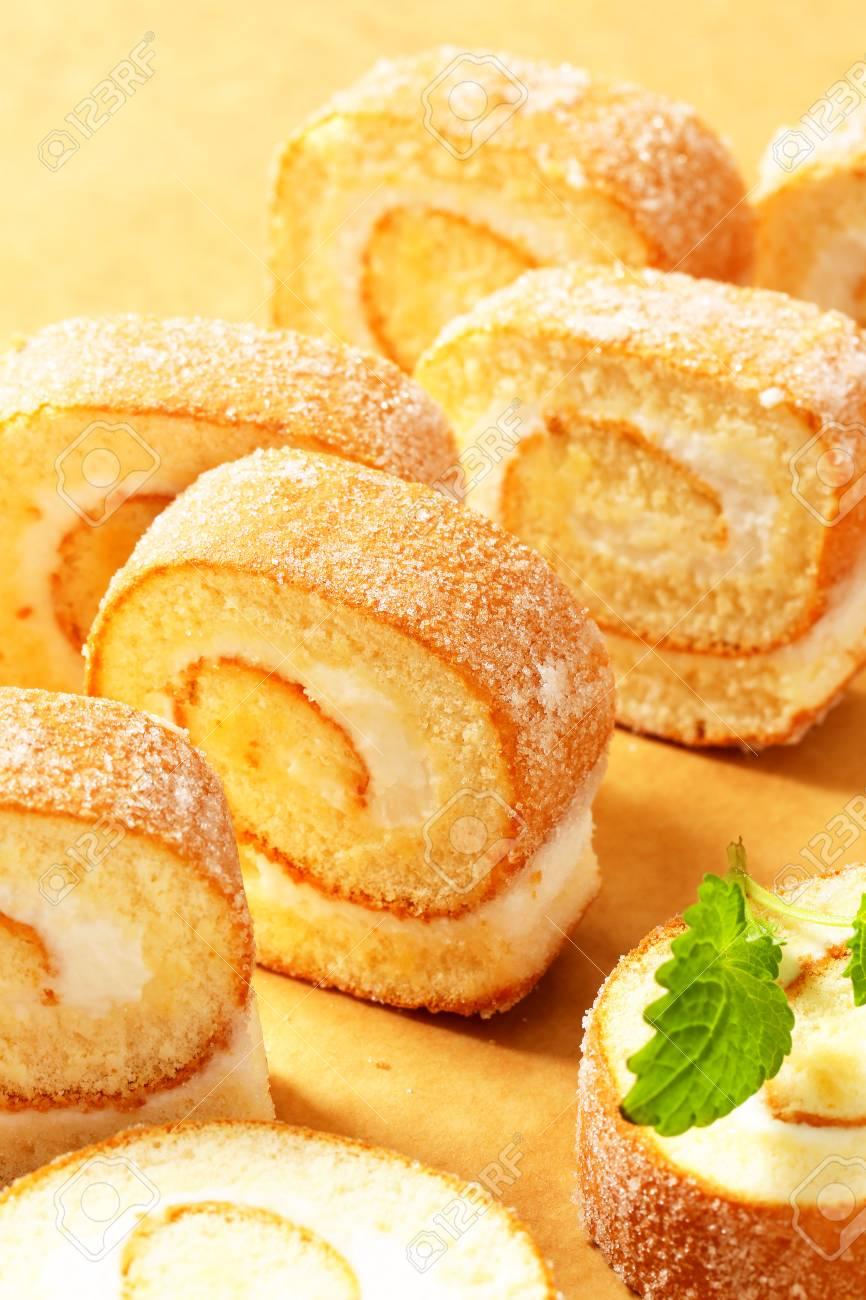 Scheiben Von Schwamm Kuchen Roll Mit Sahne Fullung Lizenzfreie Fotos