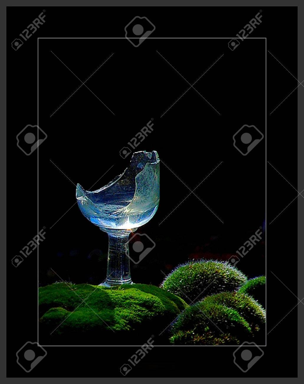 broken wine glass Stock Photo - 1511672