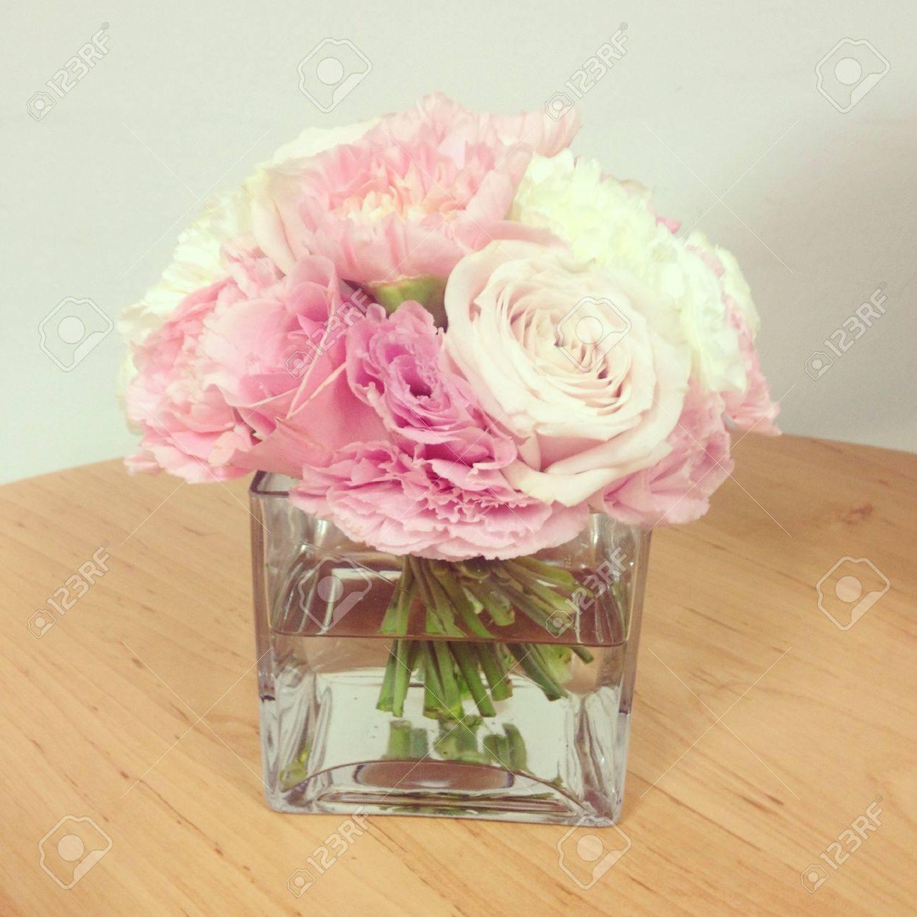 Schöne Blume Im Kleinen Vase Lizenzfreie Fotos Bilder Und Stock