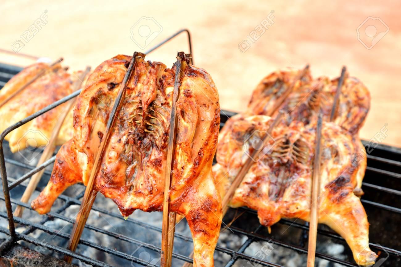 Cuisse De Poulet Grille Sur Le Barbecue Enflamme Banque D Images Et