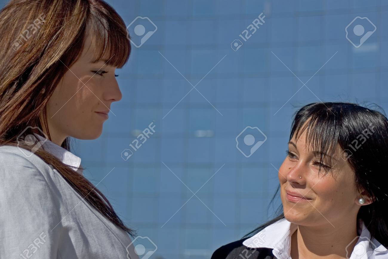 Portrait of two young women being opposed Face to face - 959013