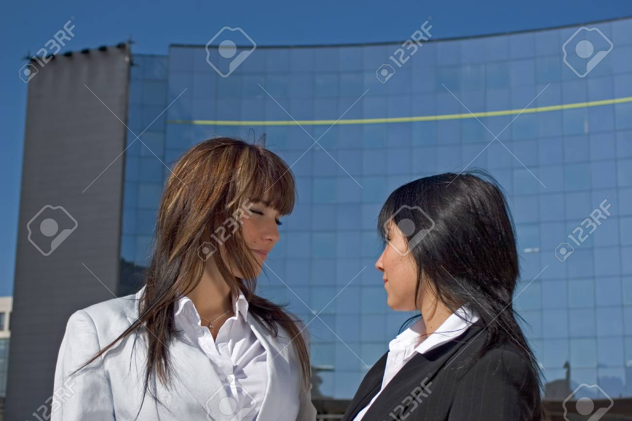 Portrait of two young women being opposed Face to face - 1106472
