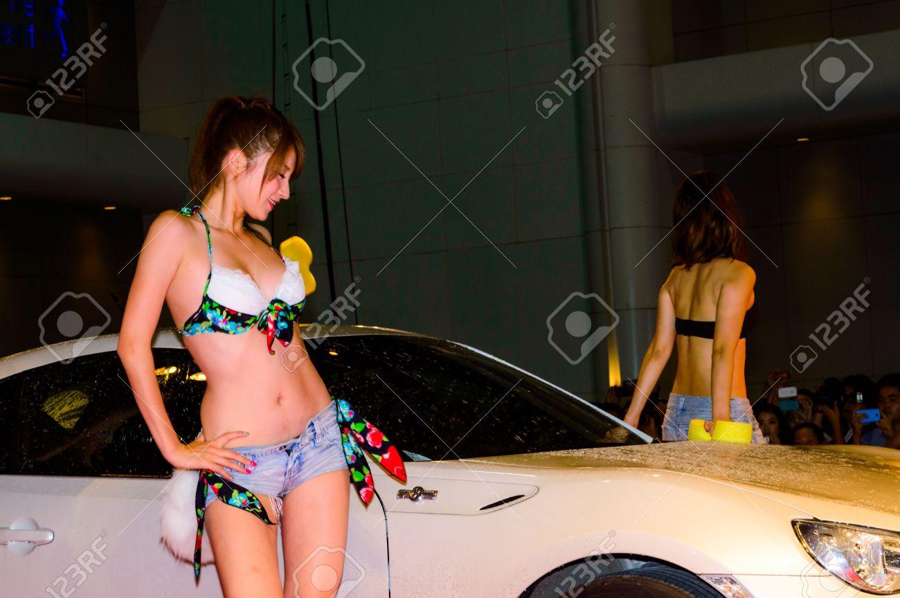 Hotwife taking multiple cumshots