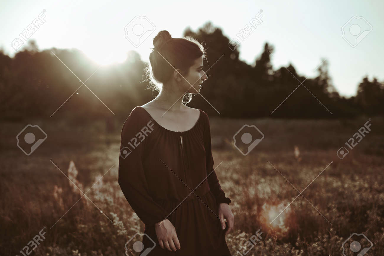 Summer Portrait. Young adult woman walking around meadow - 159316655