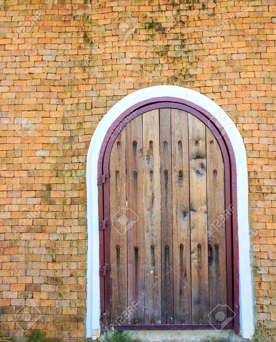 Geschlossene tür  Wooden Vintage Geschlossene Tür Mit Mauer Zum Haus Lizenzfreie ...