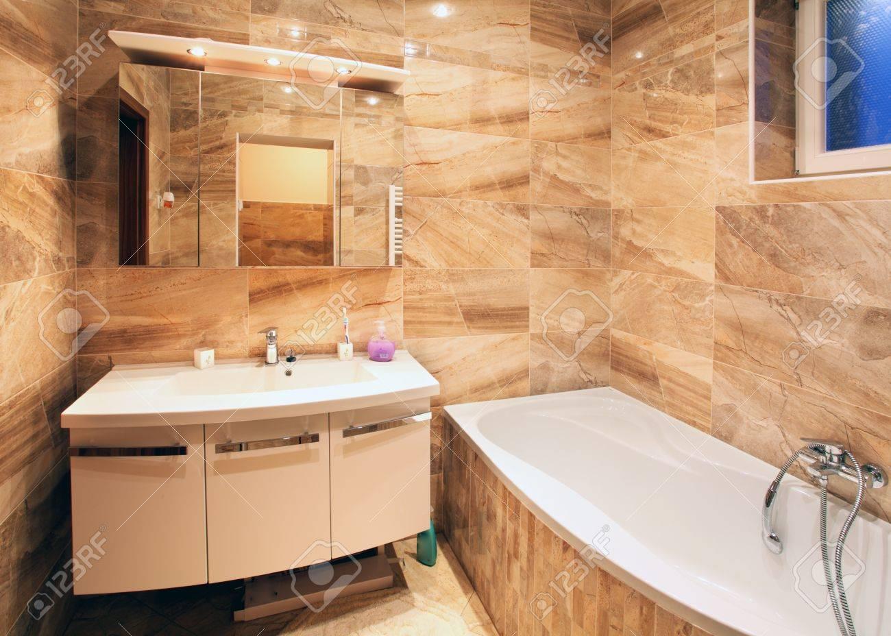 Modern Ház Fürdőszoba Berendezések Royalty Free Stock-fotók, Képek ...