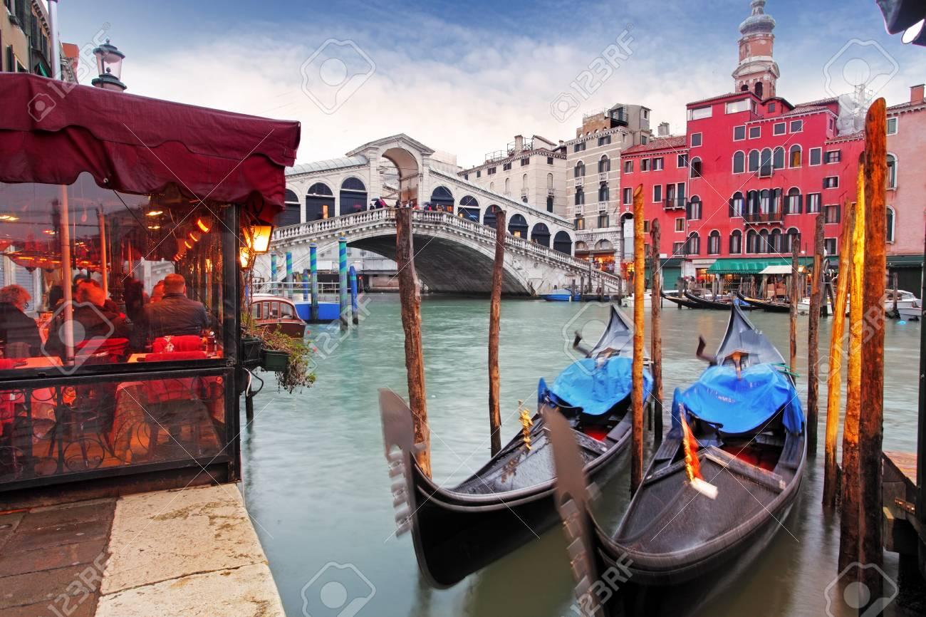 5abc2df4b Foto de archivo - Venecia Gran Canal y góndola