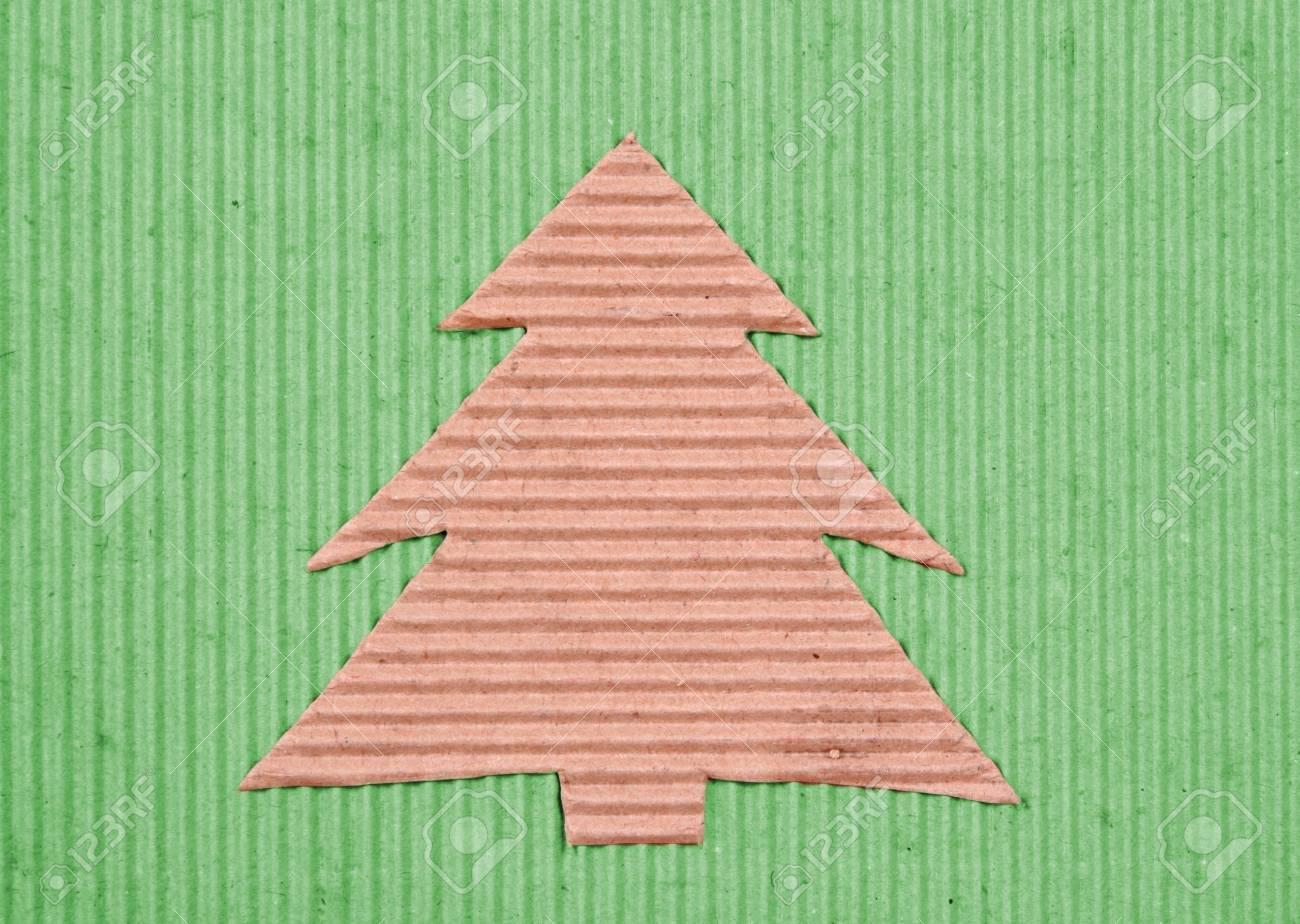 Reciclado Artesanal De Arbol De Navidad Sobre Fondo Verde Fotos - Arbol-de-navidad-artesanal