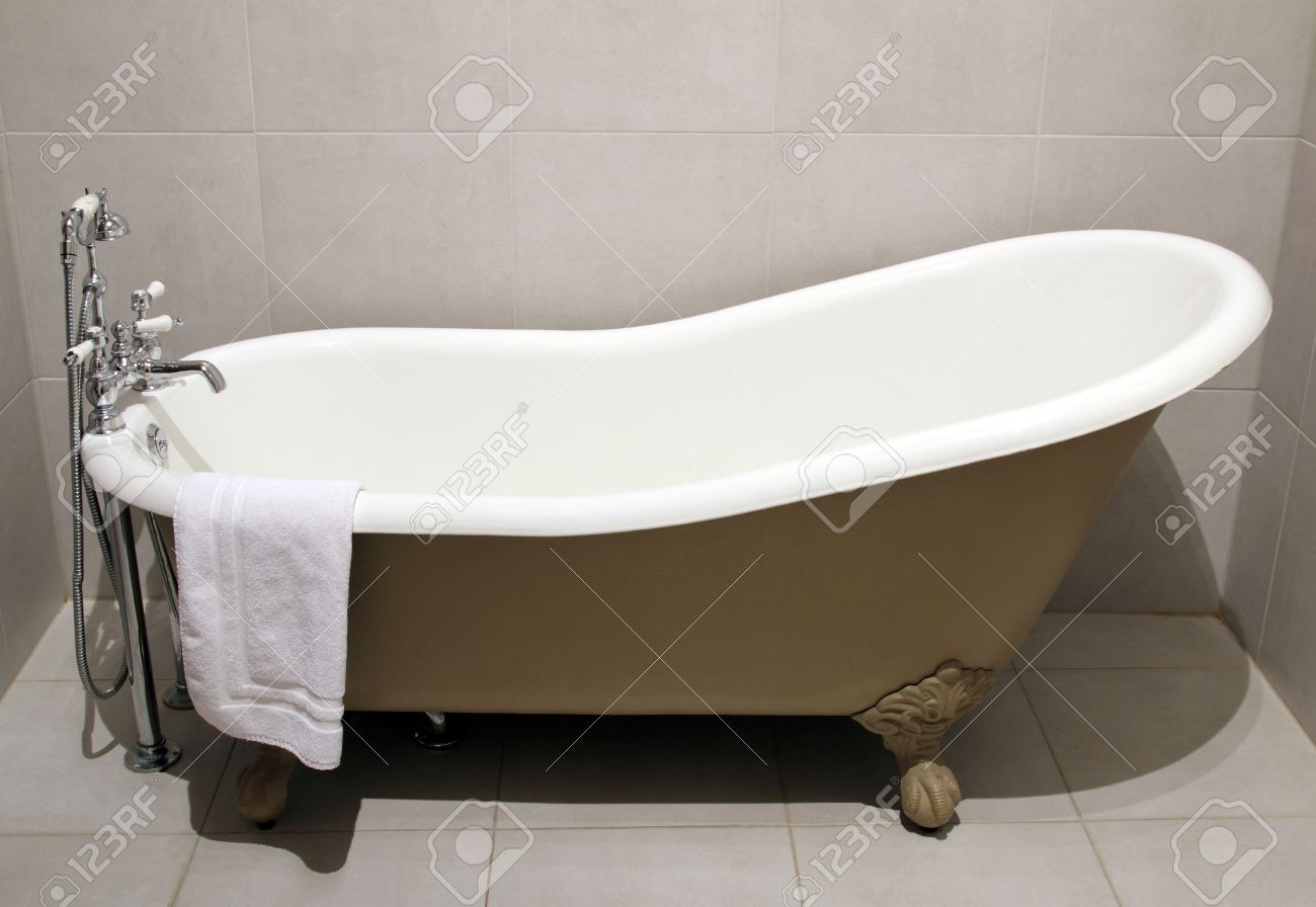 Old Style Bath Tub With Metal Legs And Towel, Vintage Style Stock ...