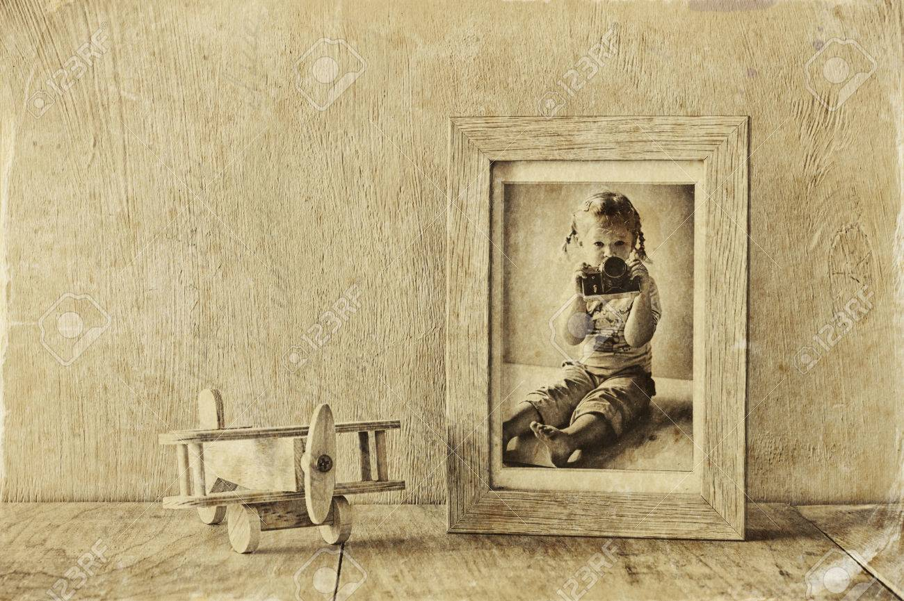Holz Flugzeug Spielzeug über Holztisch Mit Kinder Alten Fotografie ...
