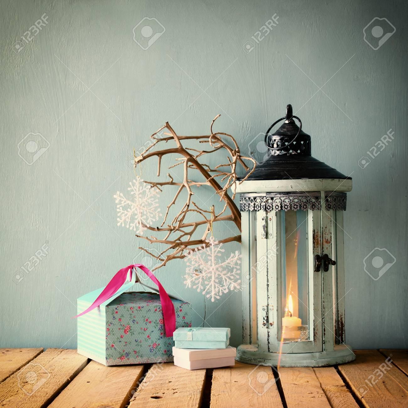Weiß Holz-Vintage-Laterne Mit Brennender Kerze Weihnachtsgeschenke ...
