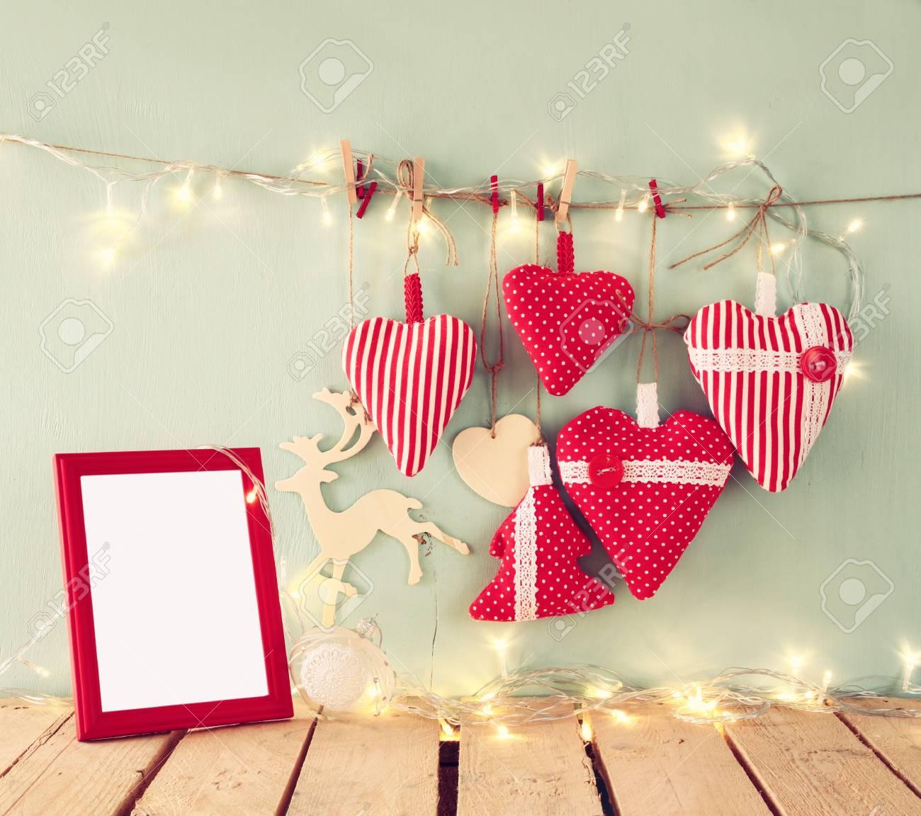 Weihnachten Bild Von Stoff Rote Herzen Und Leere Rahmen, Girlande ...