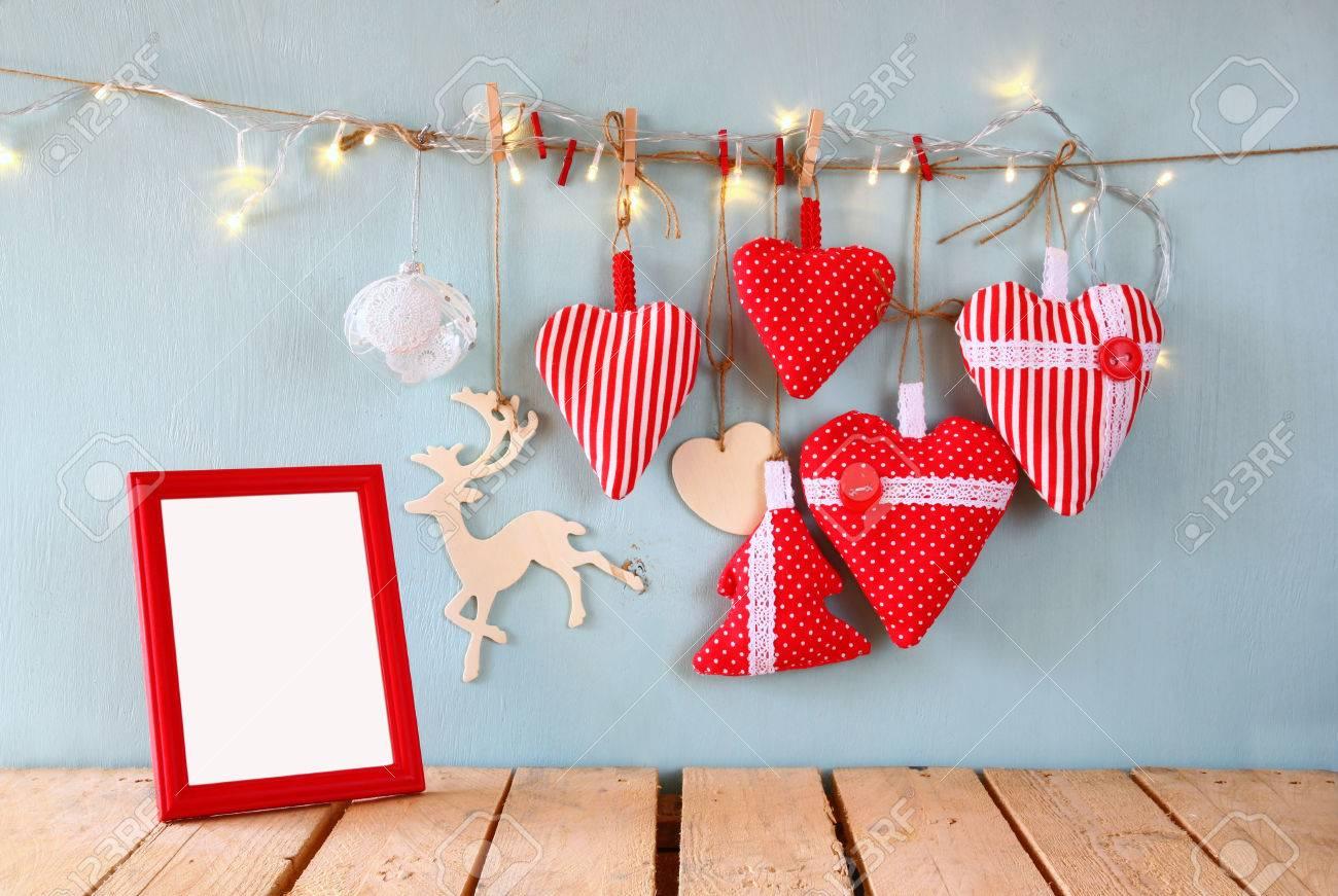 Weihnachtsbild Von Roten Herzen Des Gewebes Und Leerer Rahmen ...