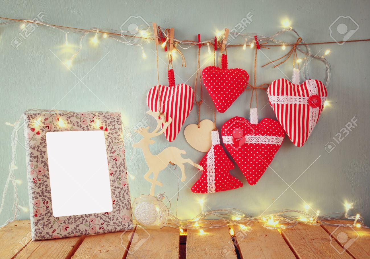 Weihnachtsbild Aus Stoff Roten Herzen Und Leere Rahmen, Girlanden ...