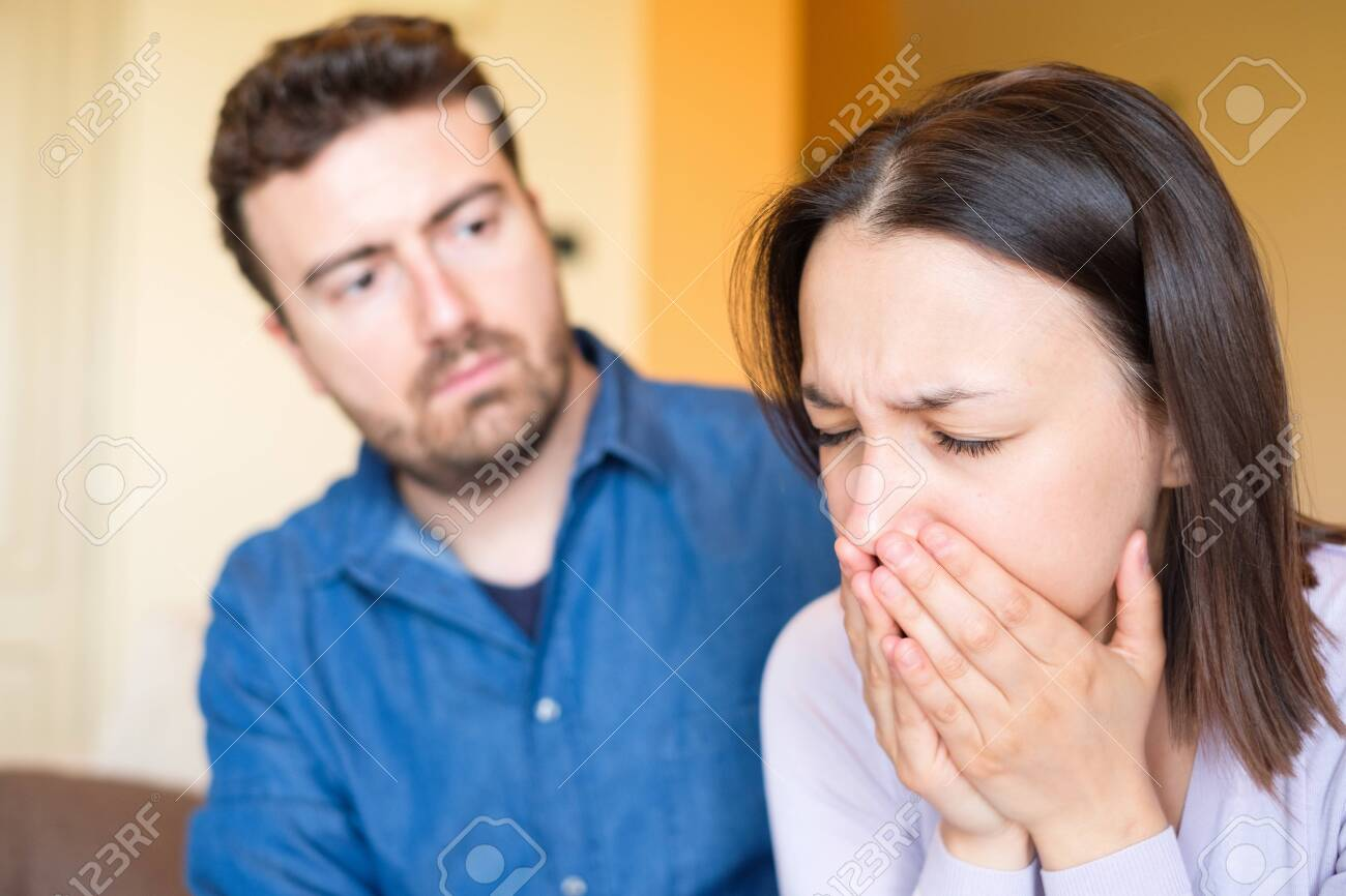 Boyfriend consoling crying girlfriend after relationship breakup - 116389966