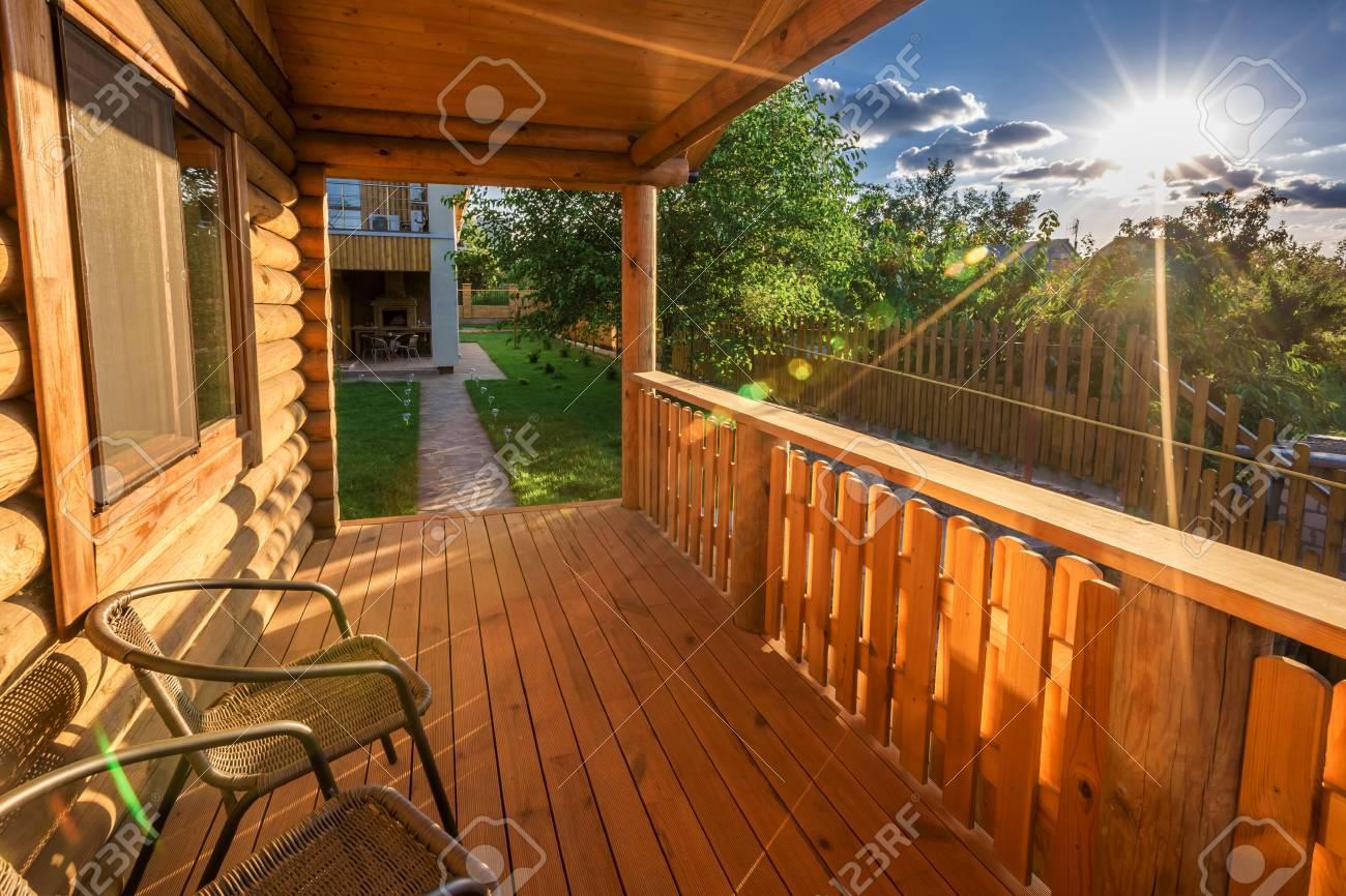 Diseño De Interiores Hermosa Sala De Terraza Moderna Con Pérgola Al Atardecer