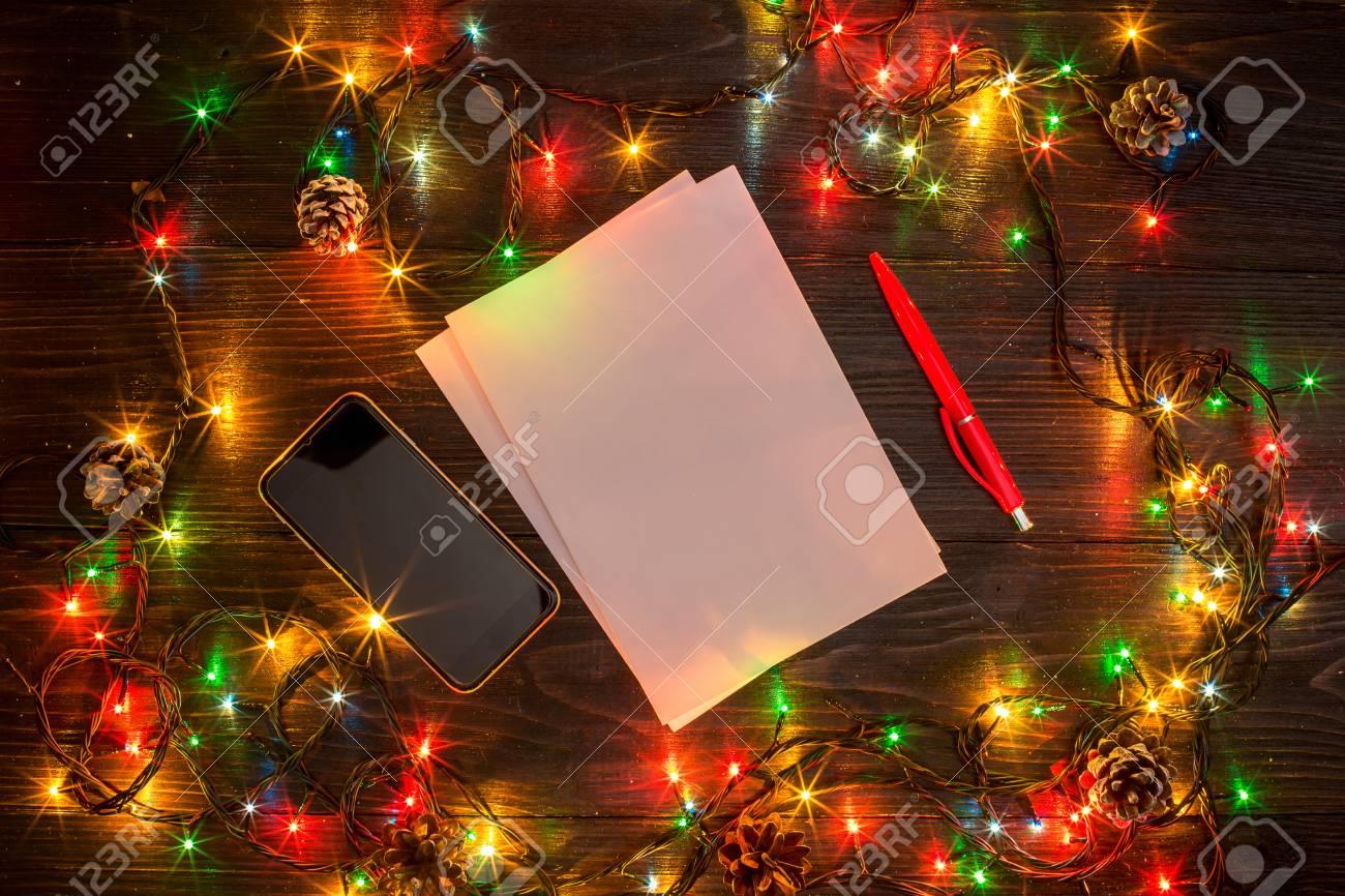 Foto Con Luci Di Natale.Capodanno E Natale Mokcup Notebook Con Luci Di Natale Su Fondo In Legno Spazio Per Il Vostro Testo Copyspace Da Sopra Concetto Di Pianificazione