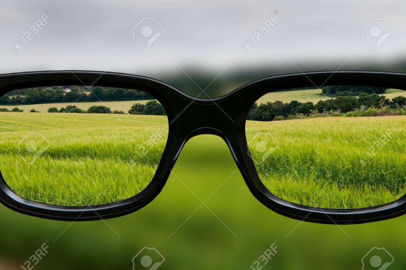 Klare Sicht Durch Schwarz Gerahmte Augengläser Lizenzfreie Fotos ...
