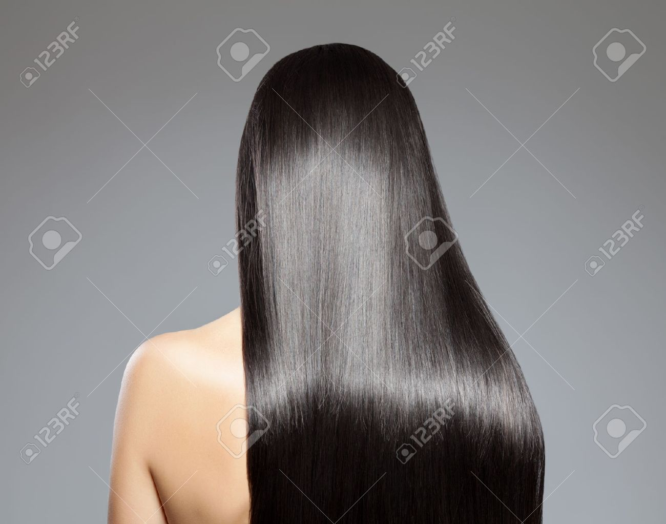 Back view of a woman with long straight hair - 36958680