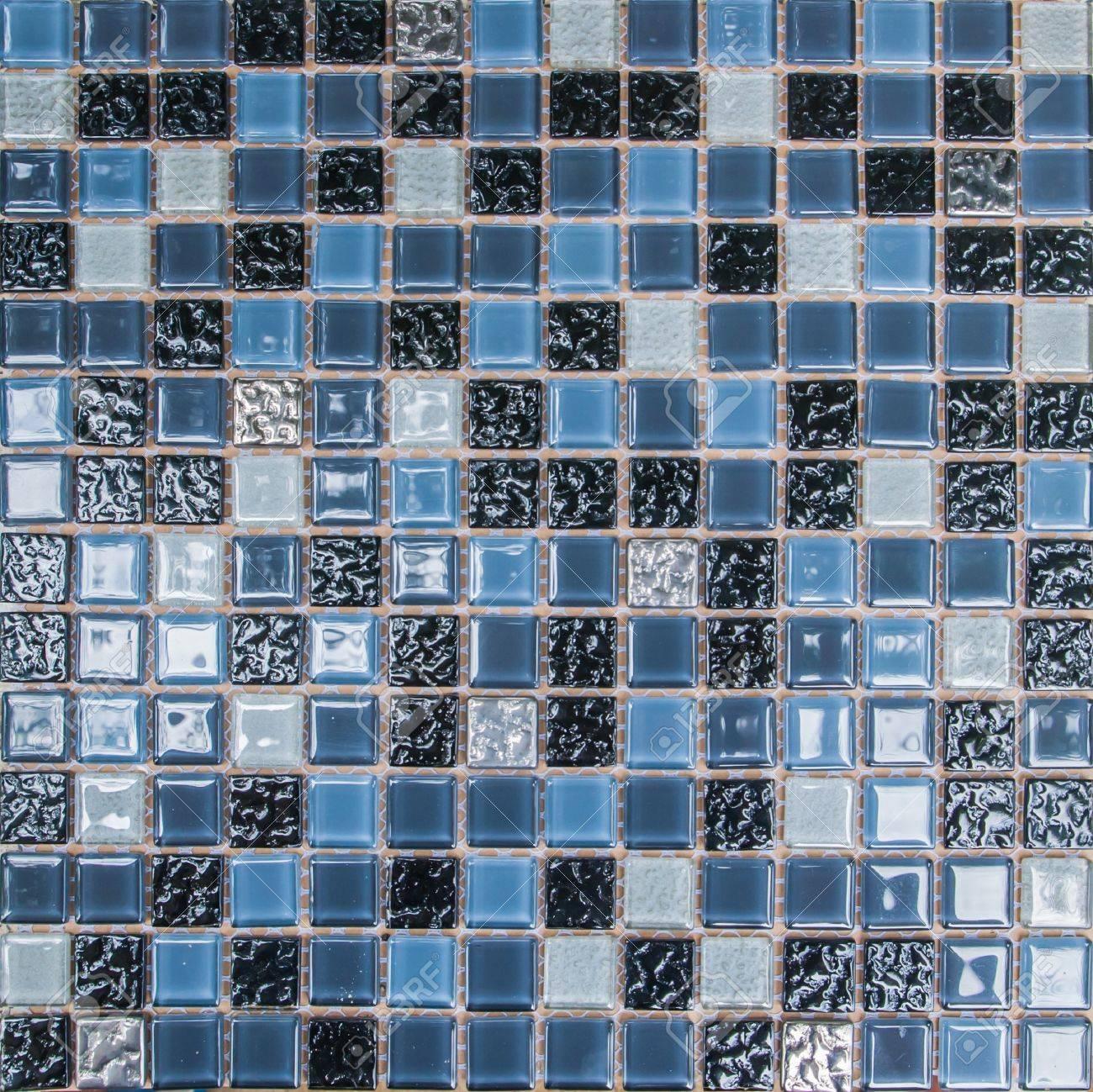 colorato mosaico di piastrelle in un bagno moderno foto royalty ... - Piastrelle Mosaico Bagno Moderno