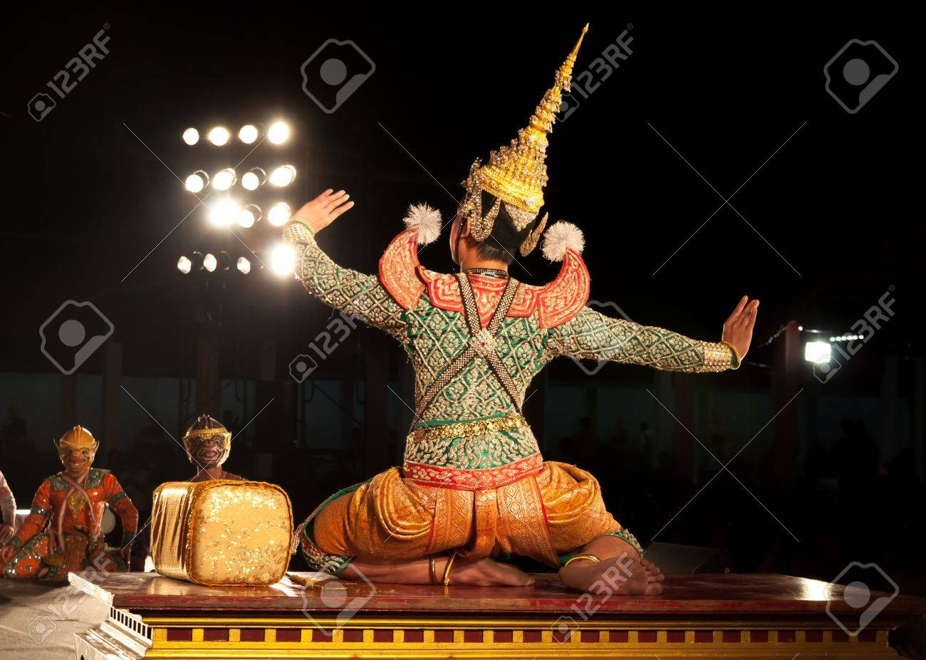 Lamphun, THAILAND - March 19  Thai Traditional Dress  actors performs Thai ancient dancing Art of Khon-Thai classical masked ballet in Thailand, March 19, 2013 in Lamphun, Thailand Stock Photo - 18560273