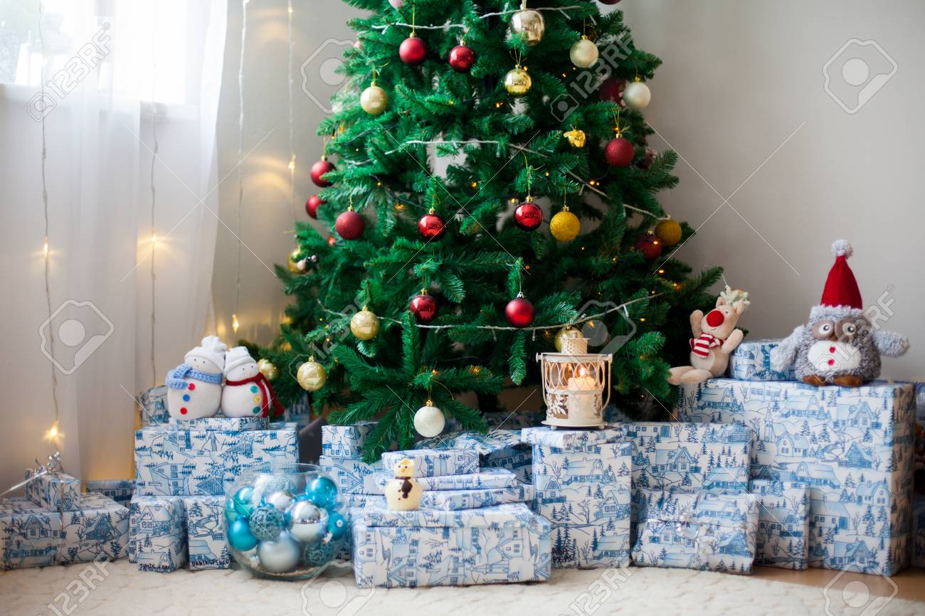 Living Christmas Tree.Christmas Tree With Lots Of Presents Under The Tree Lights And