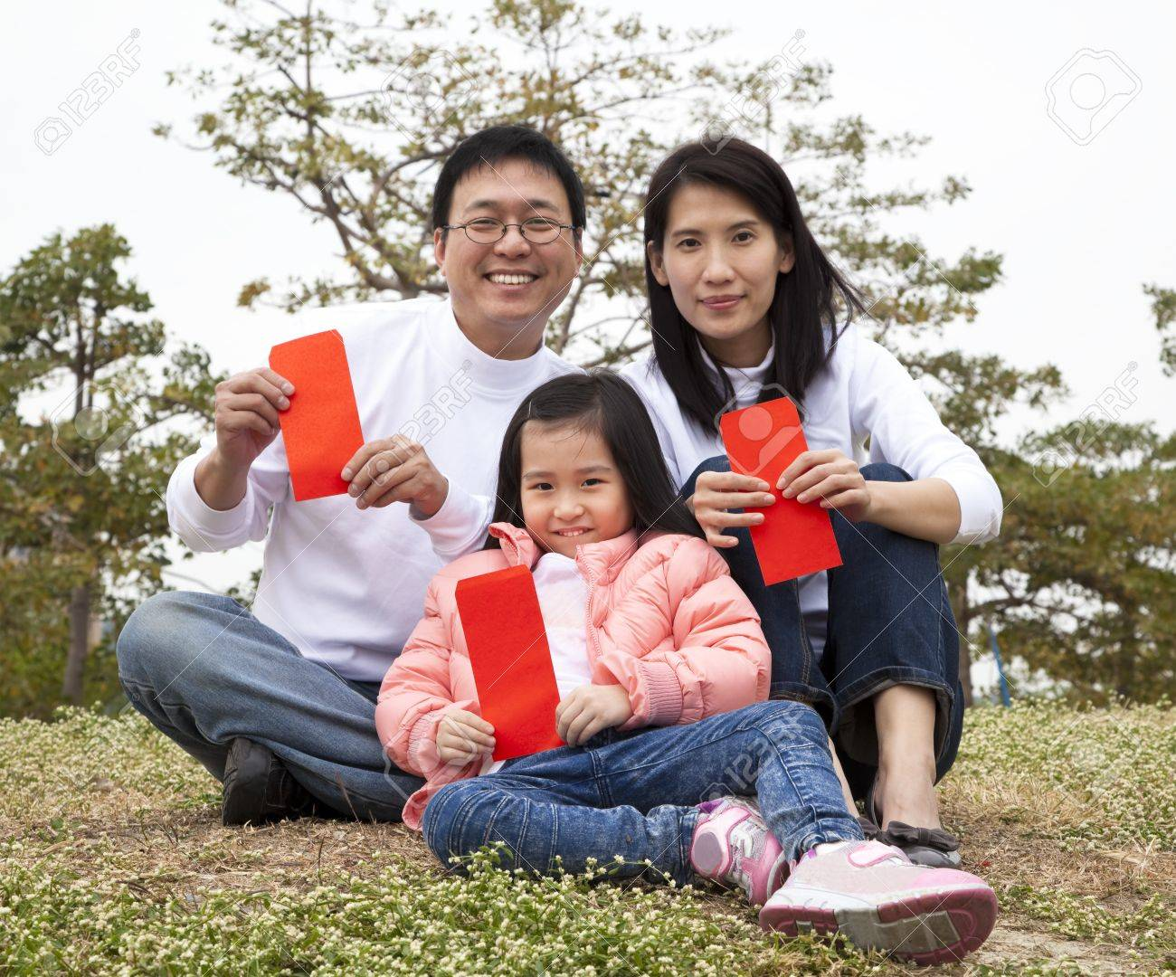 Happy chinese family holding red envelop celebrating chinese new year Stock Photo - 8564549