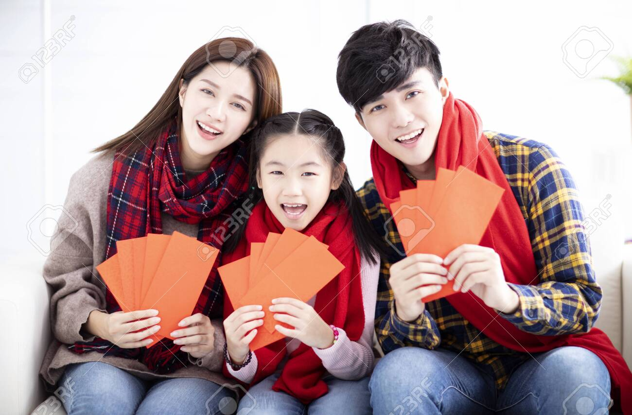 happy asian family showing red envelope for chinese new year - 129625719