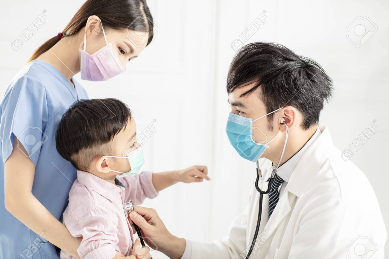 medical doctor examining little boy in clinic - 139908288