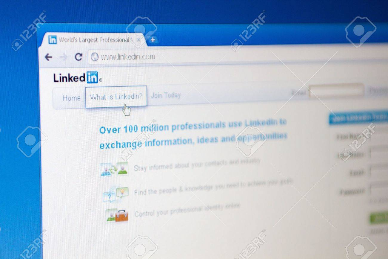 SOUTHAMPTON - JUNE 23: Homepage of Linkedin.com, big internet social networks for professionals, on June 23, 2011 in Southampton, England. Stock Photo - 9777618