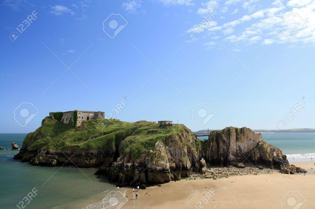 Summer low tide view of the Saint Catherine Island and South Beach at Tenby, Wales. Stock Photo - 5558010