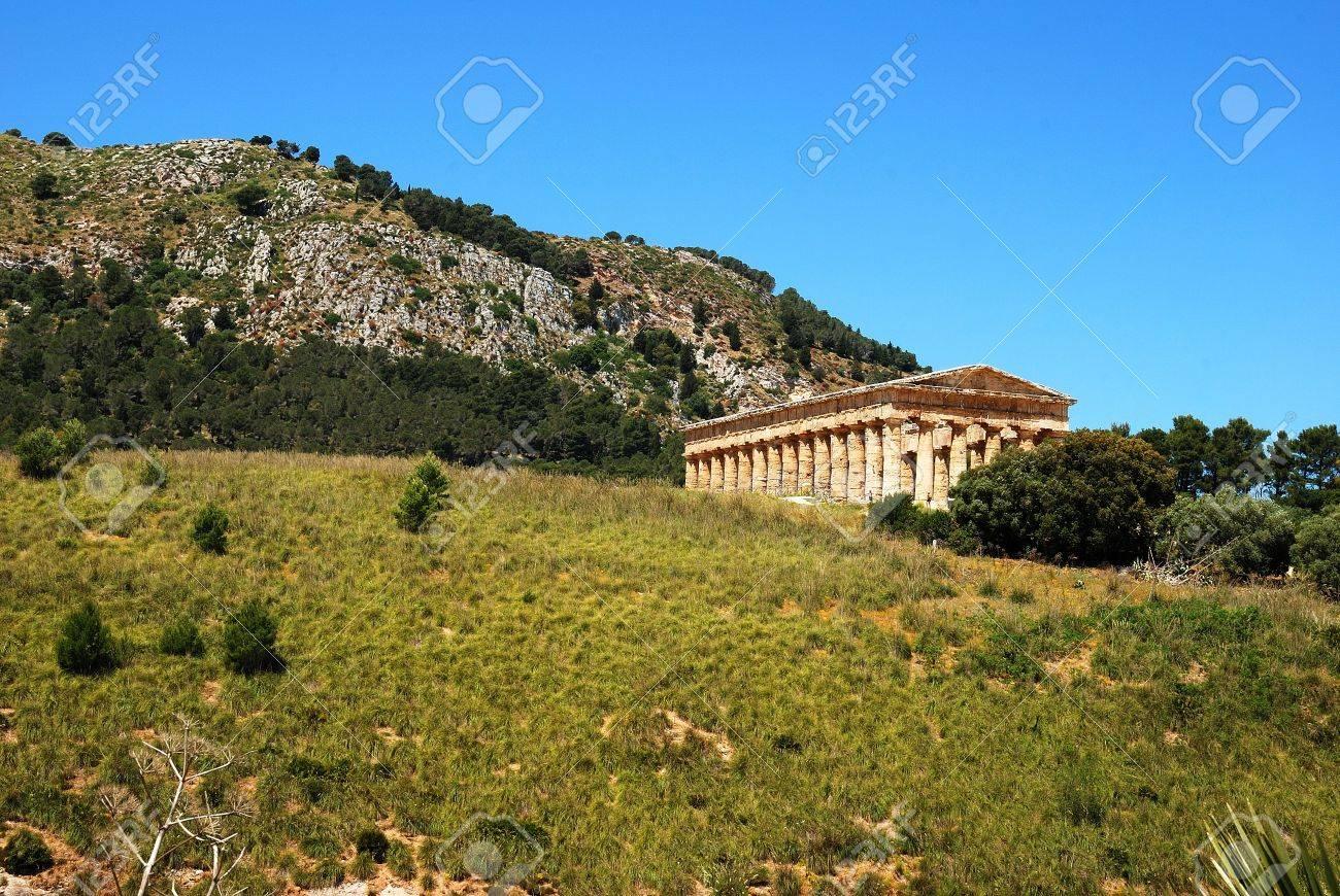 The Doric temple of Segesta Stock Photo - 13796778