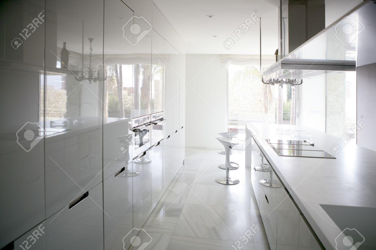 Großen Modernen Stil Der Zeitgenössischen Architektur Weiße Küche ...