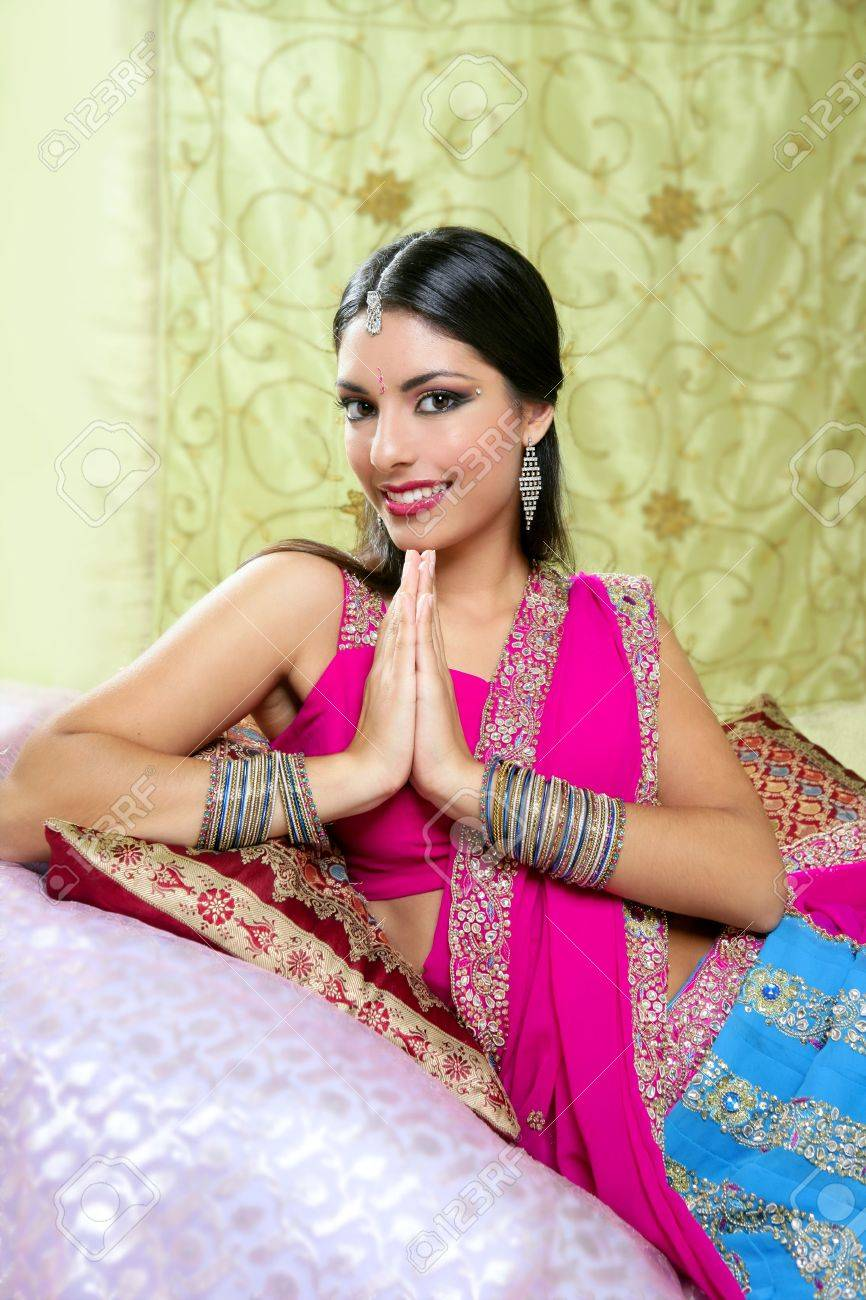 Beautiful indian brunette portrait with traditionl costume Stock Photo - 6128677
