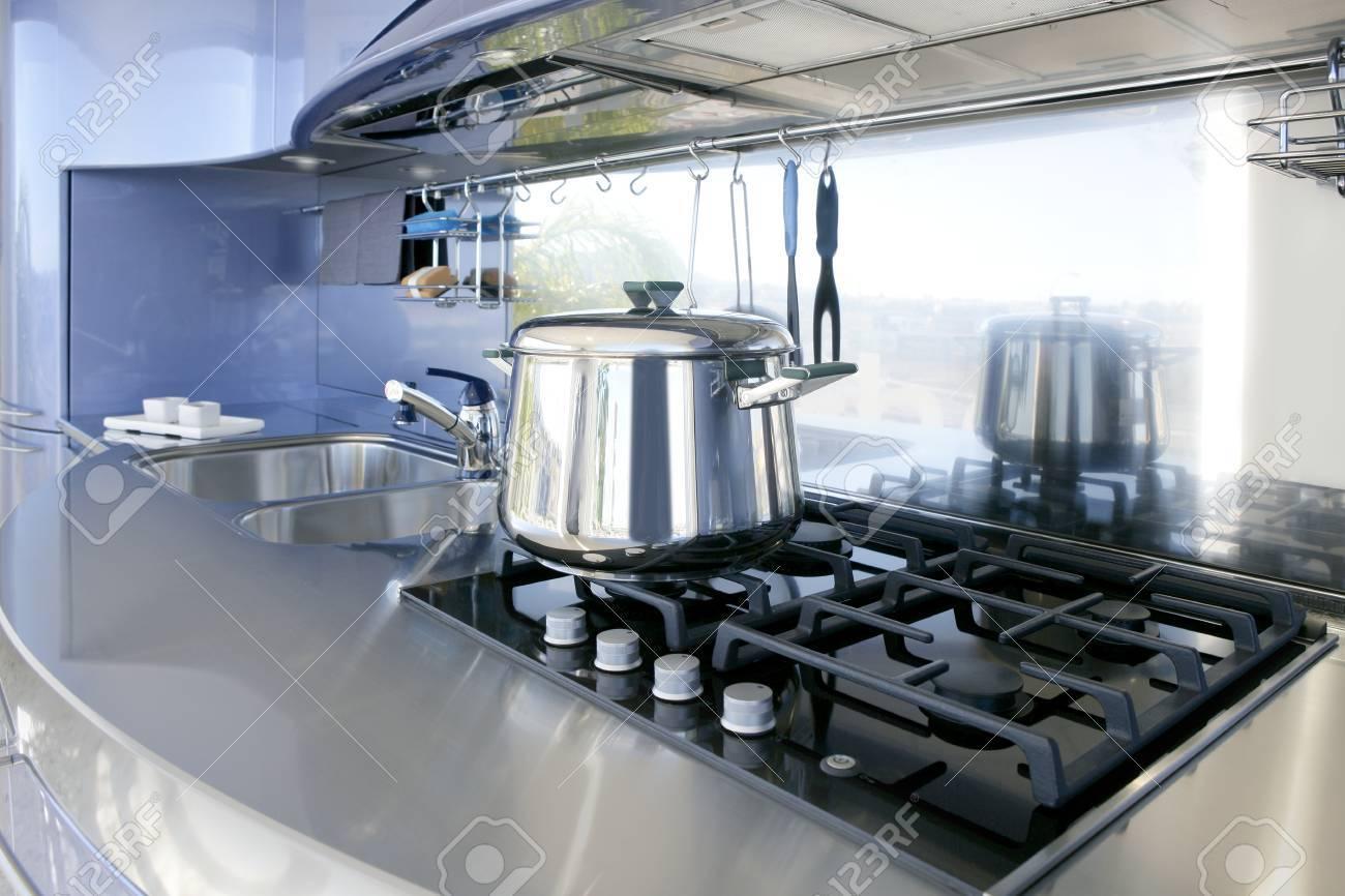 Diseño de interiores de decoración de arquitectura moderna cocina de plata azul Foto de archivo ,