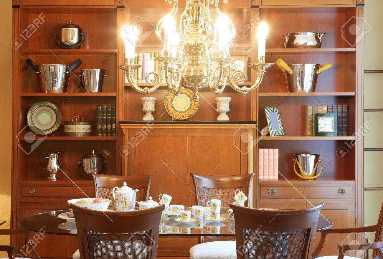 Salon Classique Table Bibliothèque Meubles Brillantes Lustre Chaud ...