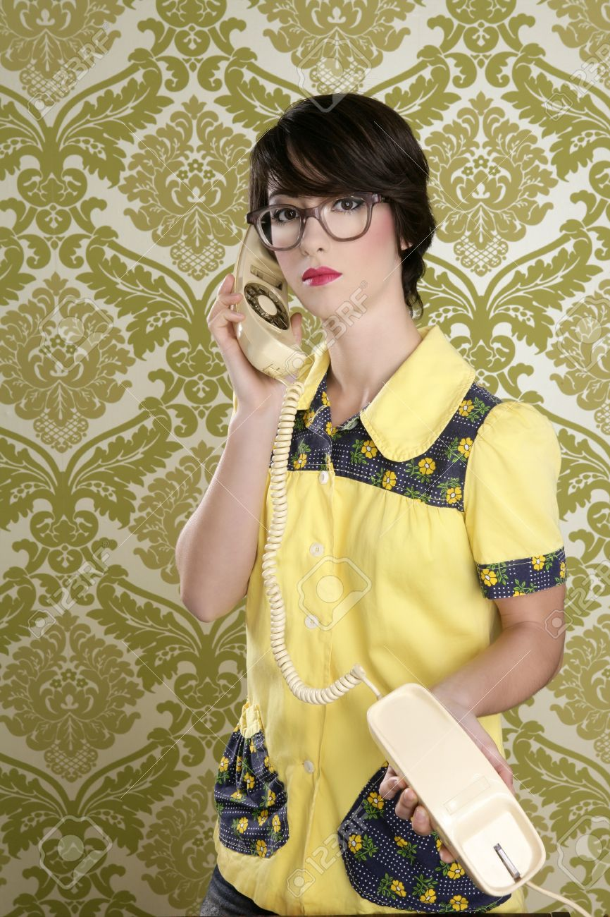 Nerd Housewife Retro Woman Dial Vintage Wired Phone 70s Wallpaper