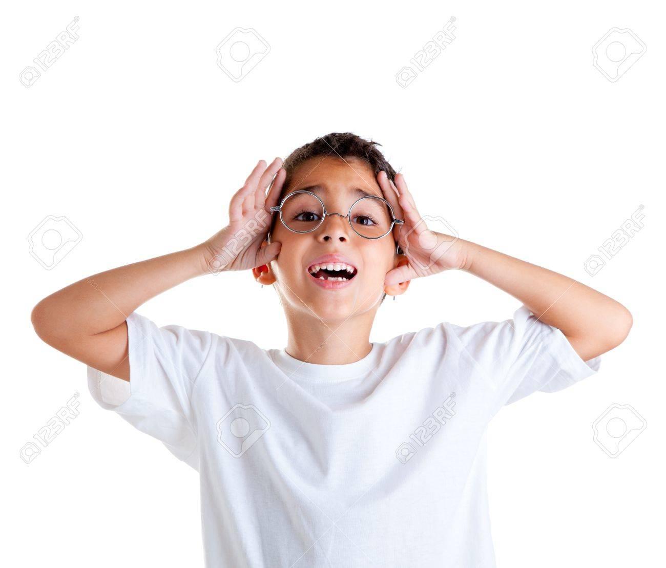 d3dc704ed9a772 Kinderen nerd jongen jongen met bril en gelukkige uitdrukking op wit wordt geïsoleerd  Stockfoto - 12382391
