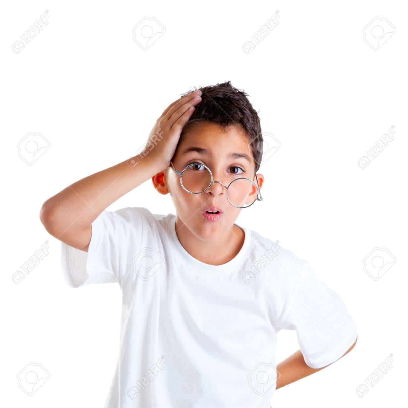 226ef5c0e8069e Kinderen nerd jongen jongen met bril en domme uitdrukking op wit wordt geïsoleerd  Stockfoto - 12382353