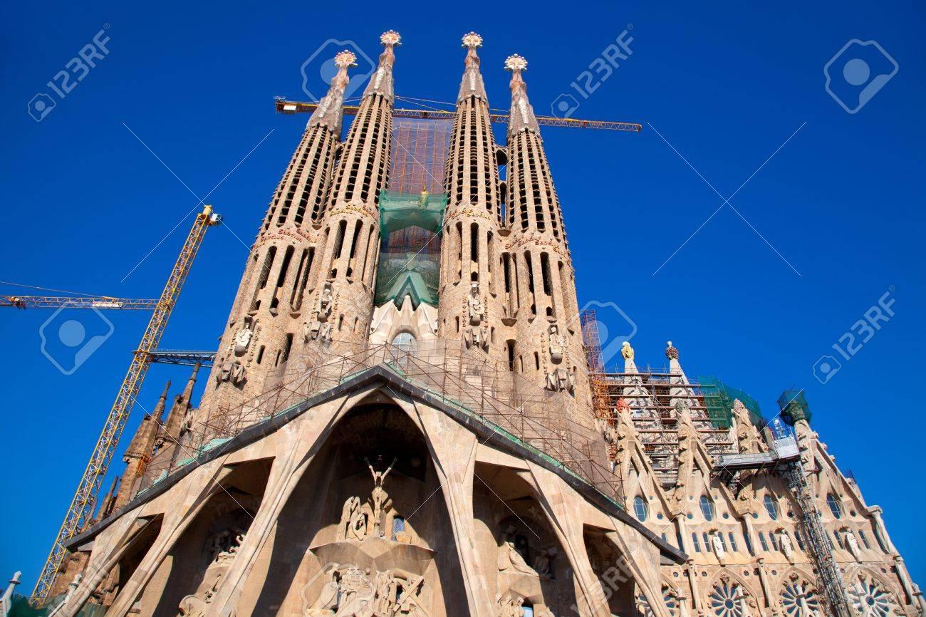 sagrada familia del arquitecto gaud an sin terminar foto de archivo