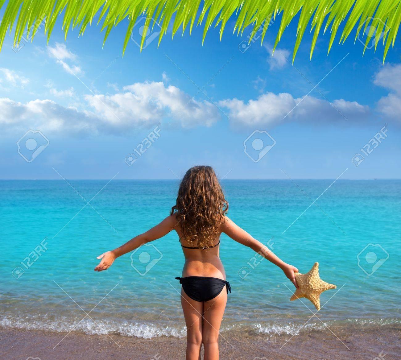 Фото на пляже девушек с сзади 16 фотография
