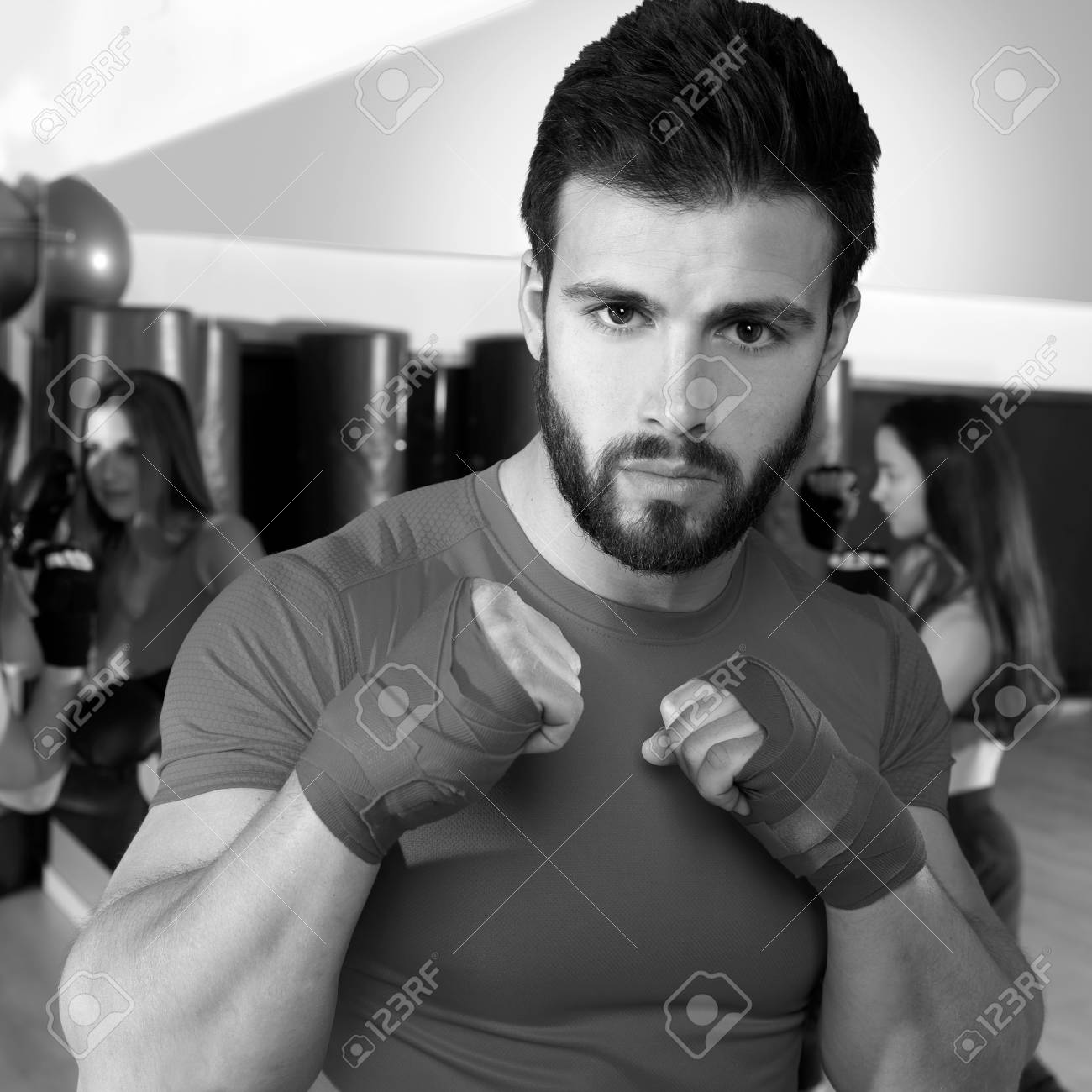 Banque d images - Boxe aéroboxe homme portrait de la condition physique  séance d entraînement de gymnastique c6d46e1e235