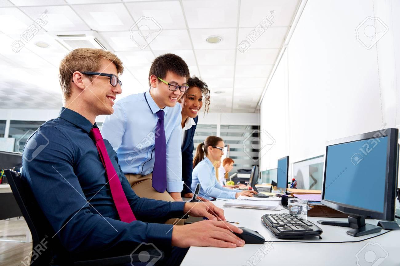 Foto Lavoro Ufficio : Controllo lavoro pc cellulari computer tablet in ufficio