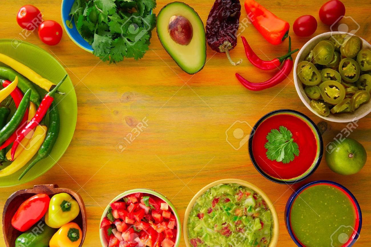 Mexican Food mélangé nachos guacamole pico fromage sauce chili trempage cheddar de citron de gallo Banque d'images - 42208382