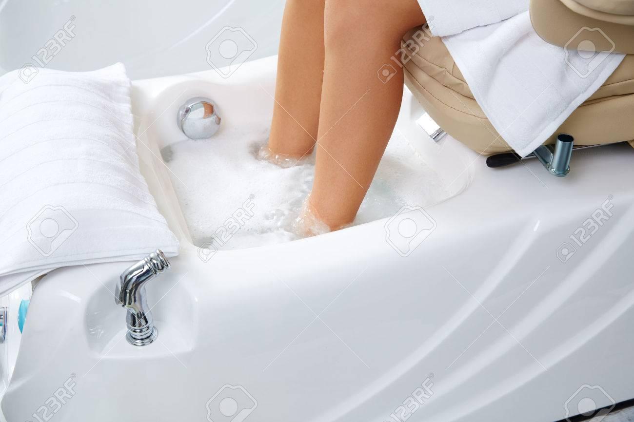 Pedicure Feet Bath In Sofa Chair Woman At Nails Salon Royalty-Fria ...