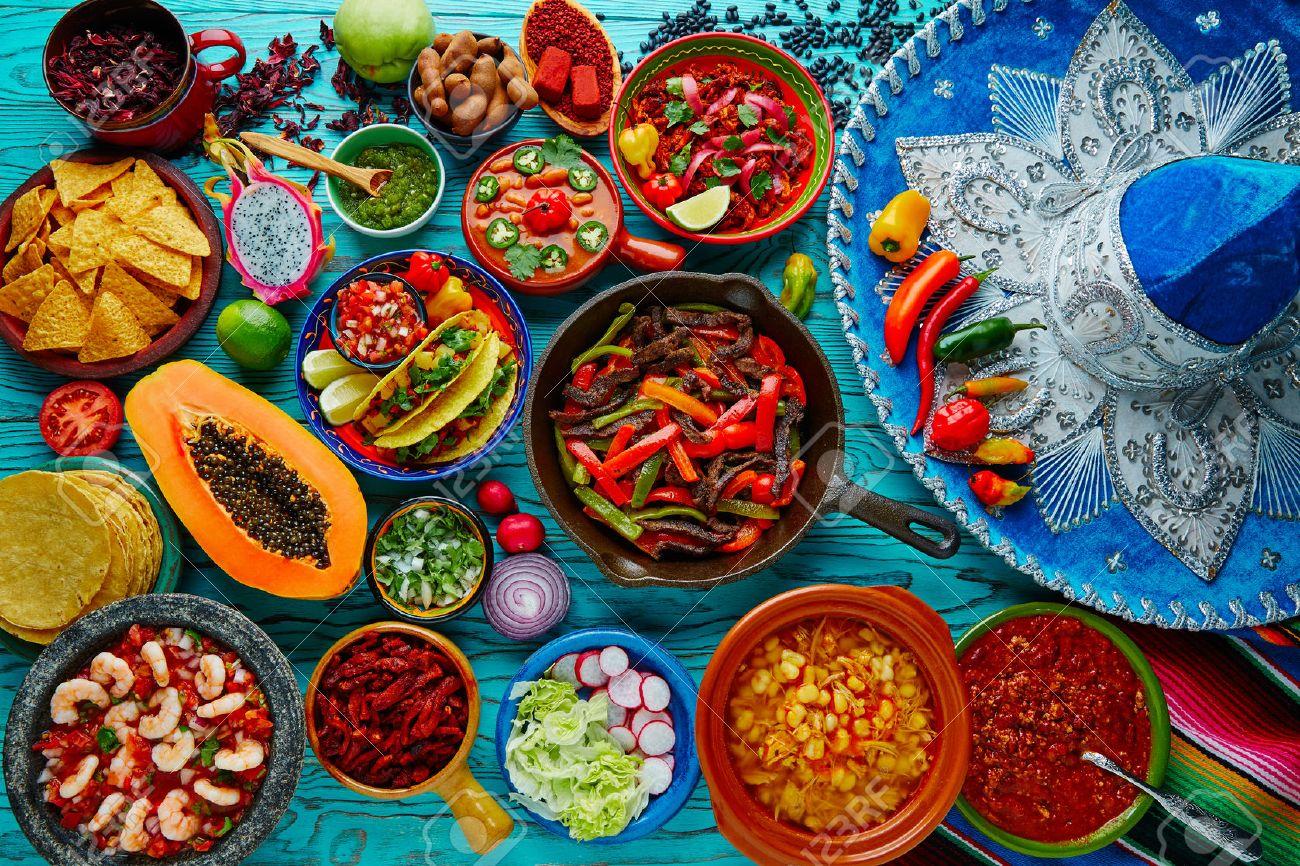 mélange de cuisine mexicaine fond coloré Mexique et sombrero Banque d'images - 51858657